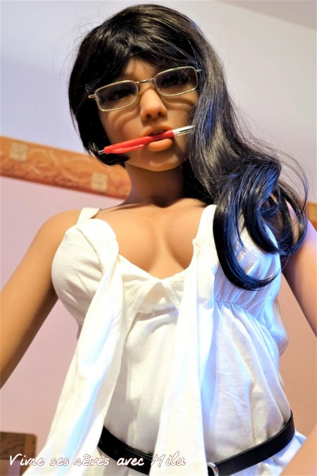 With my glasses and my red pen of serious secretary, I can quickly become very sexy ! 01030405